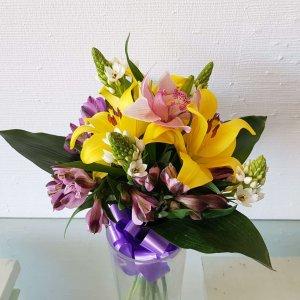 Arreglo De Flores Con Orquídea, Corona Imperial, Besos De La Madre Y Astromelia Hermoso Y Grande