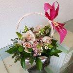 Cesta Con Margaritas, Orquídeas Y Besos De Madre En Badajoz