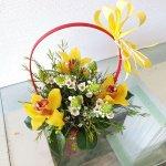 Cesta De Flores Con Orquídeas Y Besos De La Madre Sevilla