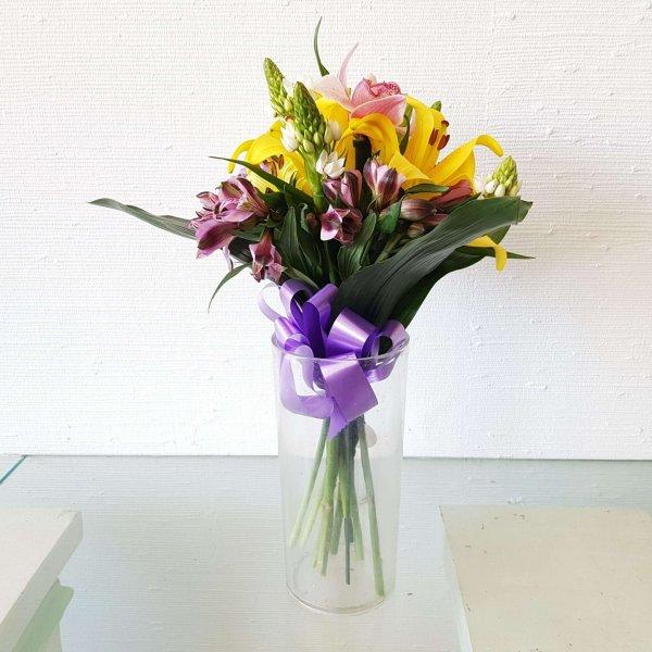 Engastado Con Corona Imperial, Besos De La Madre, Astromelia Y Orquídea