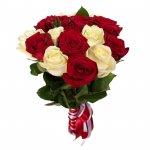 Ramo De Rosas Rojas Y Blancas Para San Valentín